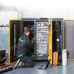 Khi máy nén khí gặp sự cố, bạn nên gọi tới các dịch vụ sửa chữa để được khắc phục vấn đề nhanh chóg