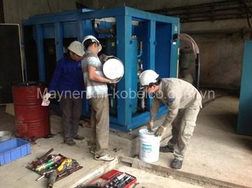 Thay dầu máy nén khí định kỳ là công việc quan trọng, người dùng cần lưu ý