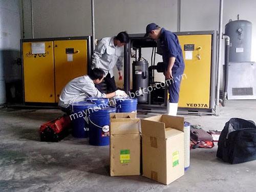 Người dùng cần chú ý thay dầu máy nén khí định kỳ và đúng phương pháp