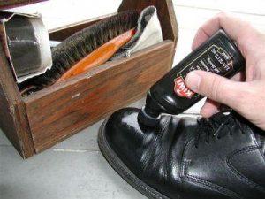 Bã cà phê hay trà cũng có thể làm sạch giày